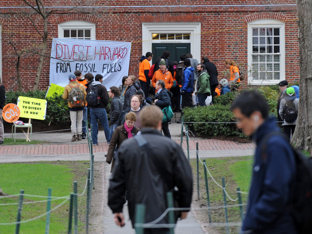 How will Harvard influence the divestment movement